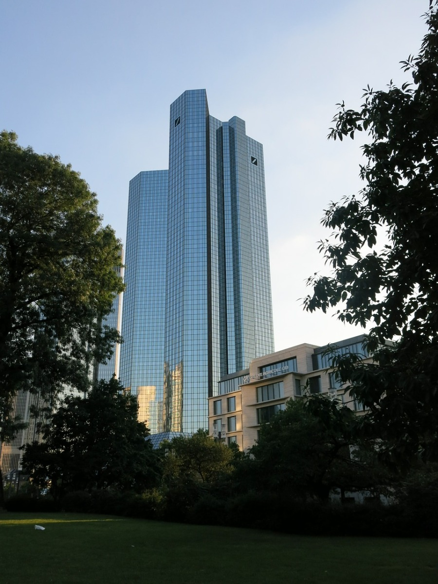 Deutsche Bank cuts back on investment banking, increases focus on core banking solutions